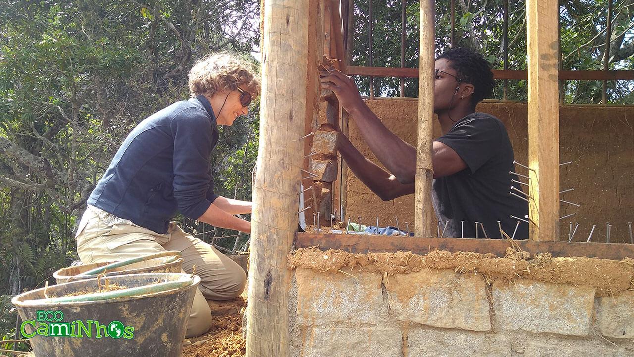 galinheiro, bioconstrução, permacultura, voluntariado, voluntário, curto-prazo, Eco Caminhos