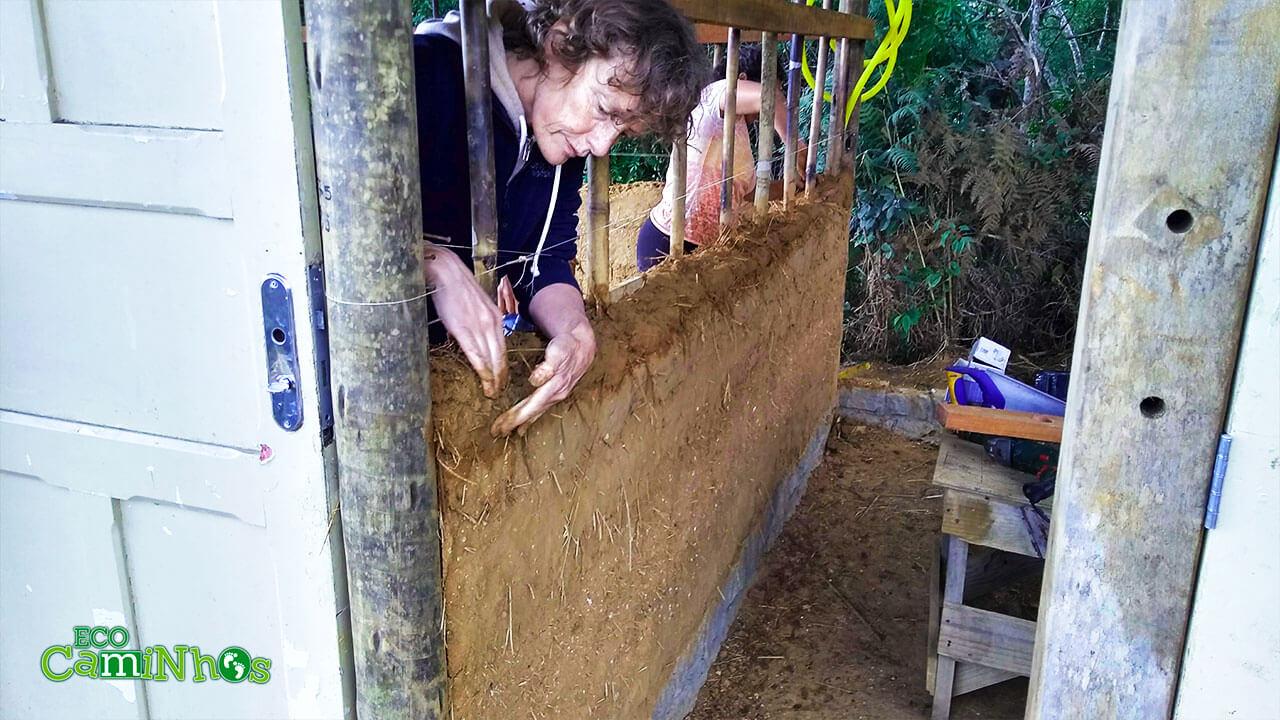 galinheiro, bioconstrução, pau-à-pique, voluntariado, voluntário, curto-prazo,